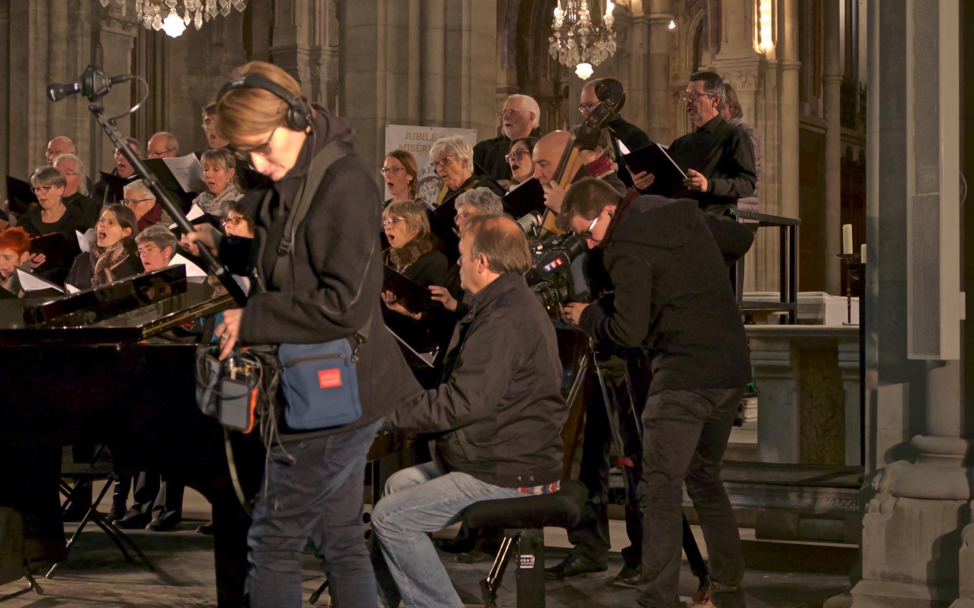 Reportage TF1 sur le Madrigal de Nîmes -  Carnet de route par Michel IZARD Prise de son : Sophie Cameraman : Antoine  RDV vendredi 1er janvier au JT de 13h pour commencer l'année en musique ....!