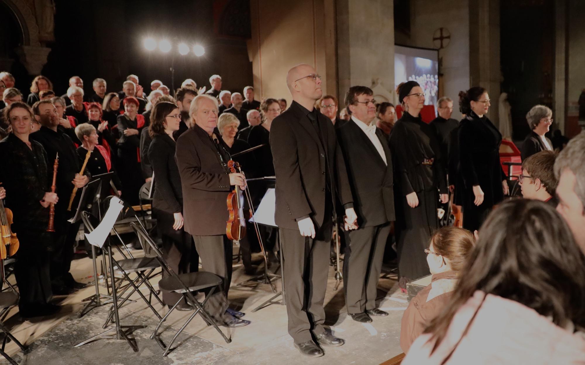 """LES SOLISTES : Brigitte PEYRÉ, Soprano Els JANSSENS VANMUNSTER , Alto Patrick GARAYT, Ténor Matthieu HEIM, Basse   L'Orchestre : Ensemble """" COLLA PARTE""""  Violons : Silvio FAILLA, Rachel CARTY, Florian VERHAENGEN, Caroline, MENUGE, Michel COPPÉ, Pascale SQUADRELLI - Alto : Aurélien NUNEZ, Delphine-Anne ROUSSEAU, Myriam CAMBRELING - Violoncelles : Aude WALKER-VIRY, Audrey SABATIER -  Contrebasse : Claude CARDONNET -  Hautbois : Isabelle GRATIUS, Eric GAYRAUD - Basson : Perrine BERNARD -  Trompette : Nicolas PLANCHON, Jean-Claude RELAVE -  Timbales : Pierre HÉGÉ - CLAVESIN : BASTIEN TERRAS -   Le Madrigal de Nîmes , direction Muriel BURST -  https://sites.google.com/site/madrigaldenimes/"""